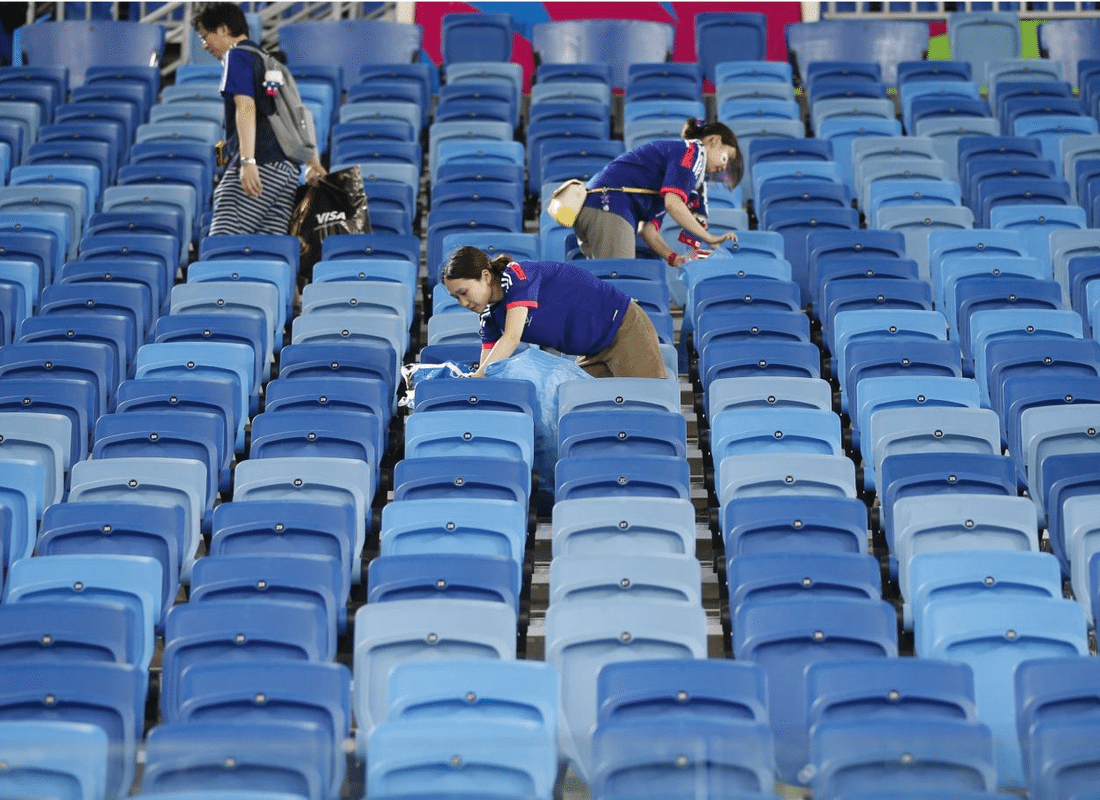 World Cup: 3 Japanese fans cleaning up the stadium after a winning match against Colombia